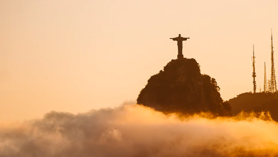 Christ the Redeemer transformed into doctor to honor coronavirus front line responders