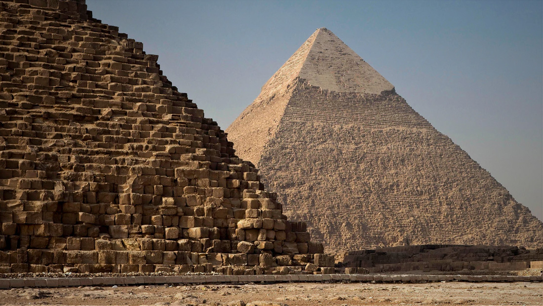 Egypt lights up pyramid and encourages people to stay home, thanks front line workers