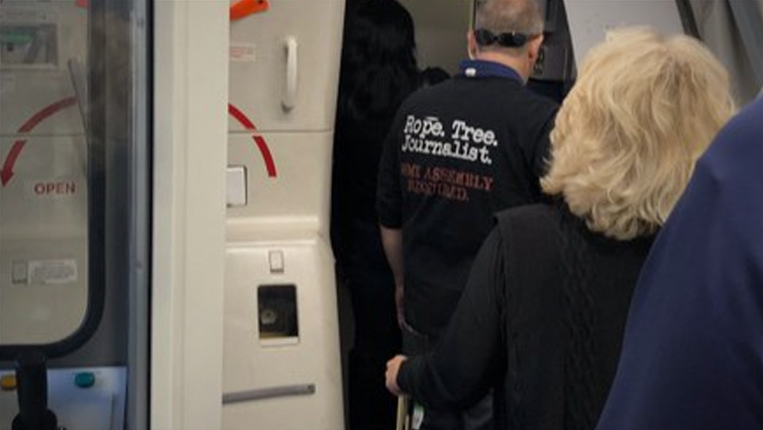 A shirt suggesting journalists be lynched was reportedly allowed on a United flight